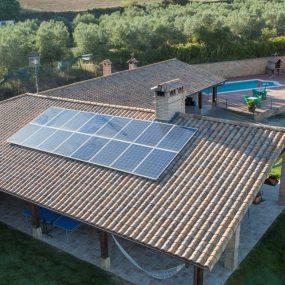 Instalación de autoconsumo sobre cubierta en casa Rural de Navarra
